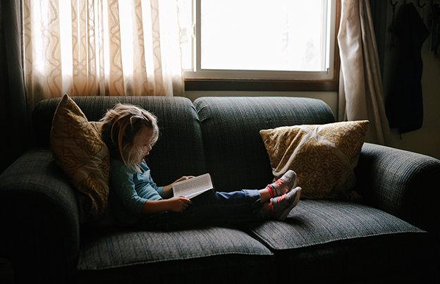 como limpar o sofá de pano